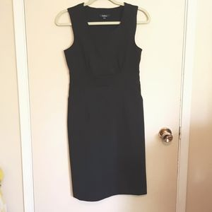 Structured wiggle sheath dress